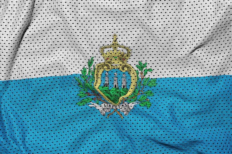 Sanmarinsk flagga som skrivs ut på ett fab ingrepp för polyesternylonsportswear arkivfoton