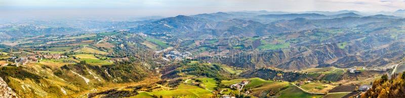 Sanmarinsk panorama och Italien royaltyfria foton
