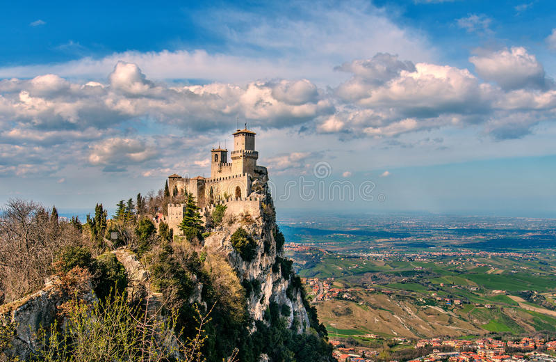 Sanmarinsk republik, Italien Rocca della Guaita, medeltida slott royaltyfria foton
