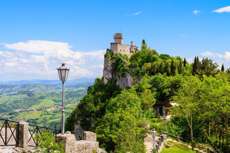 Sanmarinsk slott, Italien royaltyfri fotografi