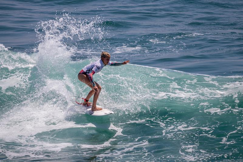 Sanoa Dempfle-Olin surfant dans l'US Open de fourgons de surfer 2019 photographie stock