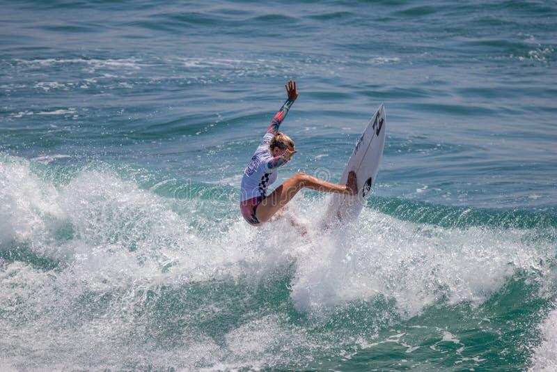 Sanoa Dempfle-Olin surfant dans l'US Open de fourgons de surfer 2019 photo libre de droits
