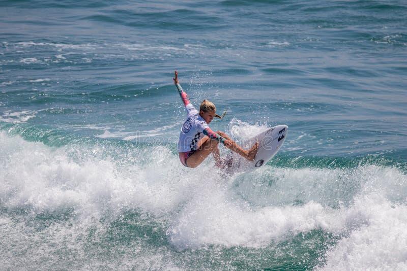 Sanoa Dempfle-Olin surfant dans l'US Open de fourgons de surfer 2019 photographie stock libre de droits