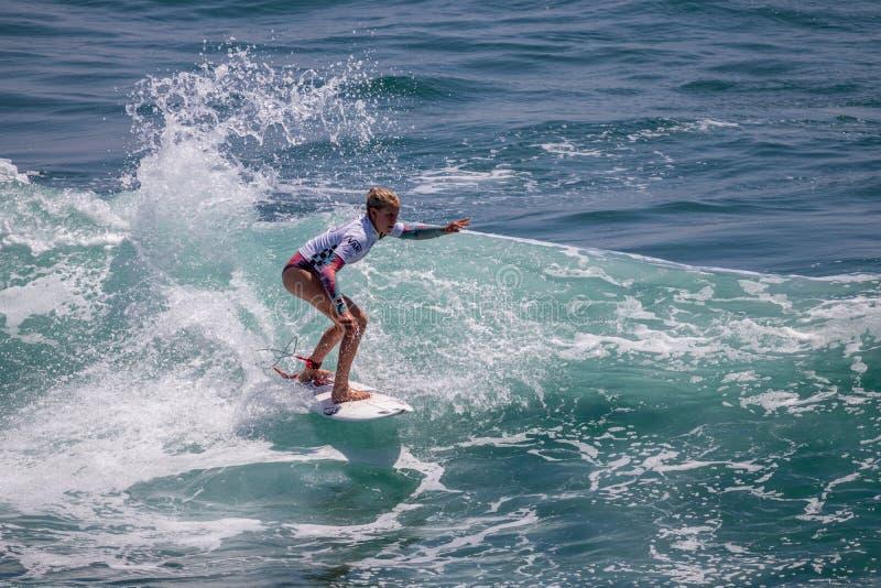 Sanoa Dempfle-Olin surfing w samochodów dostawczych us open surfing 2019 fotografia stock