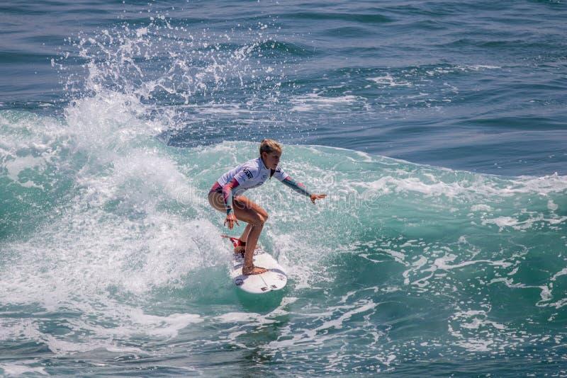 Sanoa Dempfle-Olin surfing w samochodów dostawczych us open surfing 2019 zdjęcie royalty free