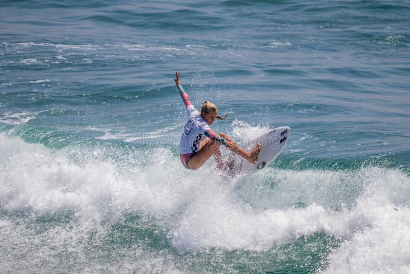 Sanoa Dempfle-Olin surfing w samochodów dostawczych us open surfing 2019 fotografia royalty free