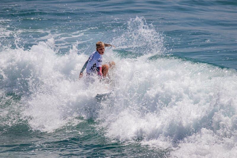 Sanoa Dempfle-Olin surfing w samochodów dostawczych us open surfing 2019 zdjęcia stock