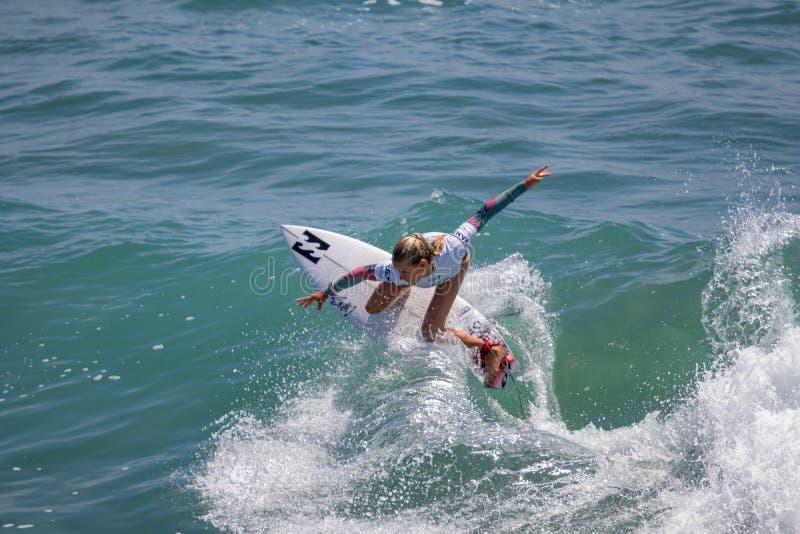 Sanoa Dempfle-Olin surfing w samochodów dostawczych us open surfing 2019 obraz stock