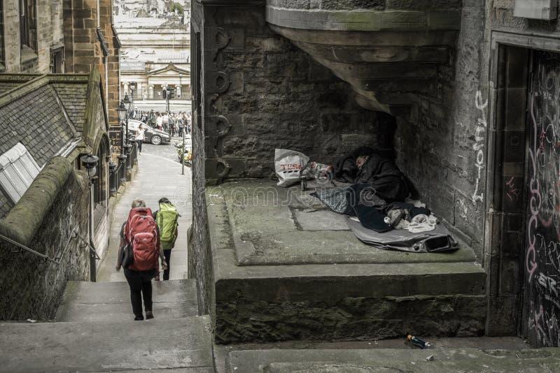 Sans-abri de sommeil d'homme à Edimbourg, Ecosse photo stock