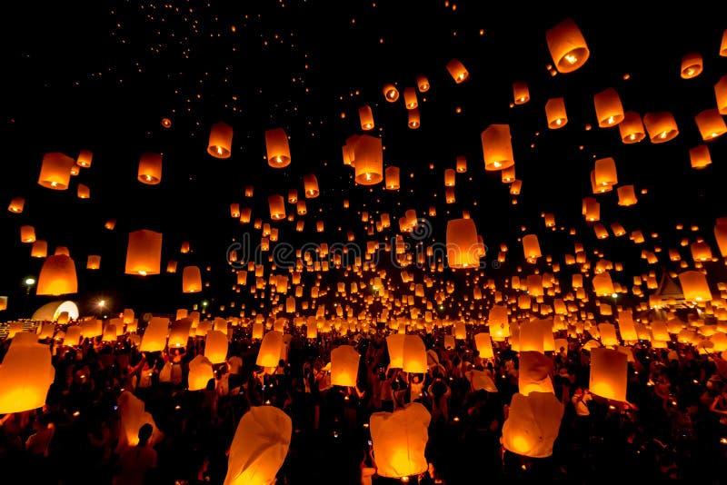 SANSAI, CHIANGMAI, ТАИЛАНД - 14-ОЕ НОЯБРЯ: Фестиваль Yee Peng, Loy Kra стоковое фото rf