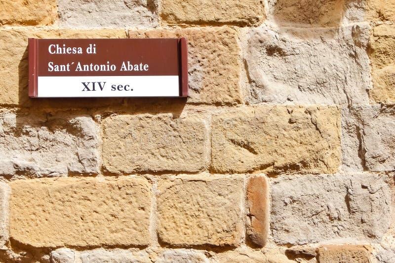 SANSEPOLCRO, ITALI? Voorgevel van katholieke kerk Chiesa Di Sant ` Antonio Abate stock afbeelding