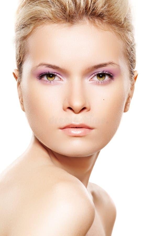 Santé et beauté normales. Femme avec la peau propre photos libres de droits