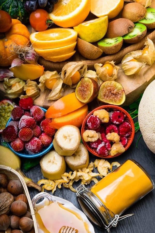 Santé et nourriture superbe pour amplifier le système immunitaire, haut en antioxydants, anthocyanines, minerais et vitamines image stock