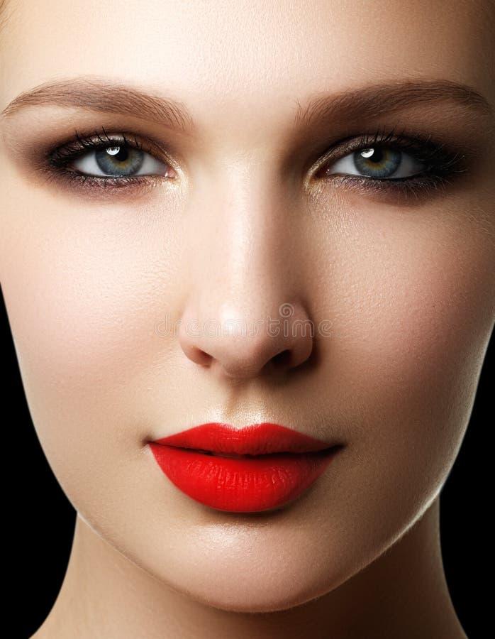 Santé, produits de beauté et rétro type élégant Portrait en gros plan de s images stock