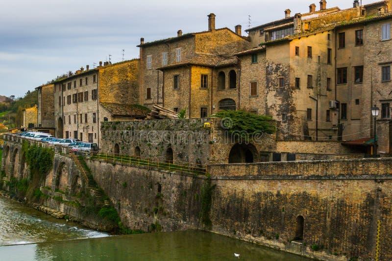 Sant 'Angelo in kleinen Stadtmauern Vado lizenzfreies stockbild