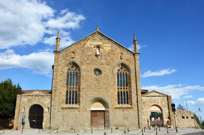 Sant `阿戈斯蒂诺老教会,现在大学,贝加莫,意大利前修道院正面图  库存照片