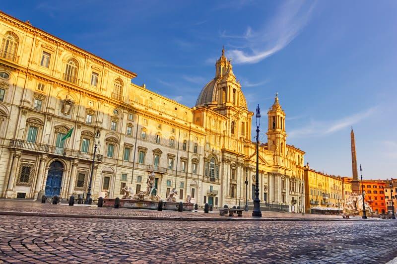 Sant-` Agnese im Agone, Palazzo Pamphili und Fontanas dei Quattro Fiumi im Marktplatz Navona stockbild