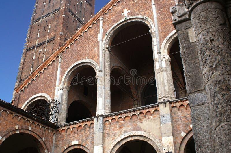 Sant'Ambrogio ein Mailand stockbilder