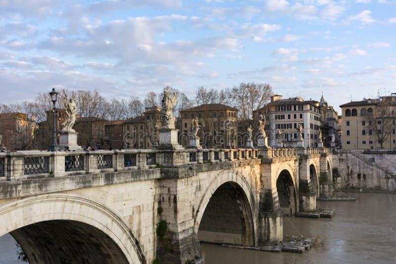 Sant Angelo bro över den Tiber floden, Rome, Italien, byggnader, royaltyfria bilder