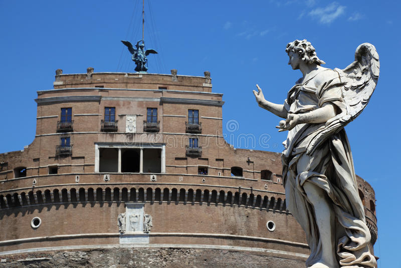 Sant Angelo Castel und alte Skulptur am Tag stockfoto