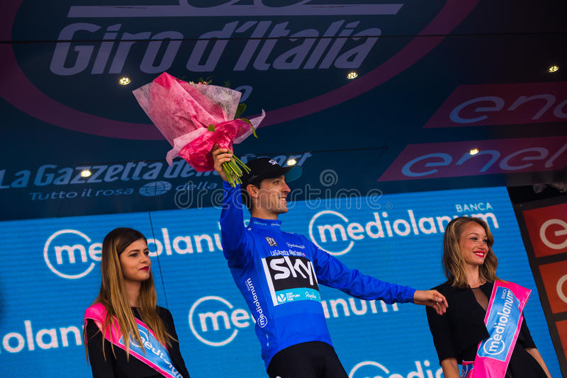 Sant Anna, Italië 28 Mei, 2016; Mikel Nieve, hemelteam, in blauw Jersey op het podium na het winnen van de classificatie van best stock foto