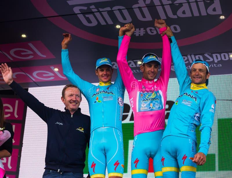 Sant Anna, Italië 28 Mei, 2016; Sommige Ruiters van Astana-team op het podium na het winnen van de toekenning voor beste team stock foto