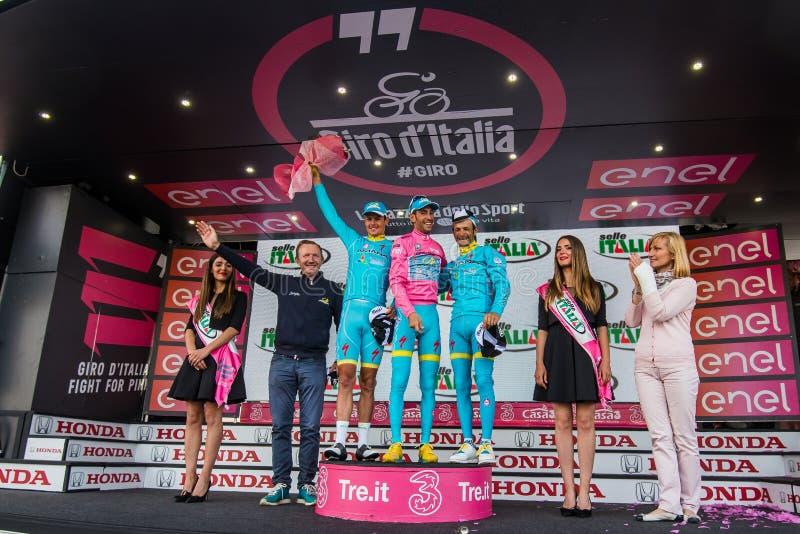 Sant Anna, Italië 28 Mei, 2016; Sommige Ruiters van Astana-team op het podium na het winnen van de toekenning voor beste team stock foto's