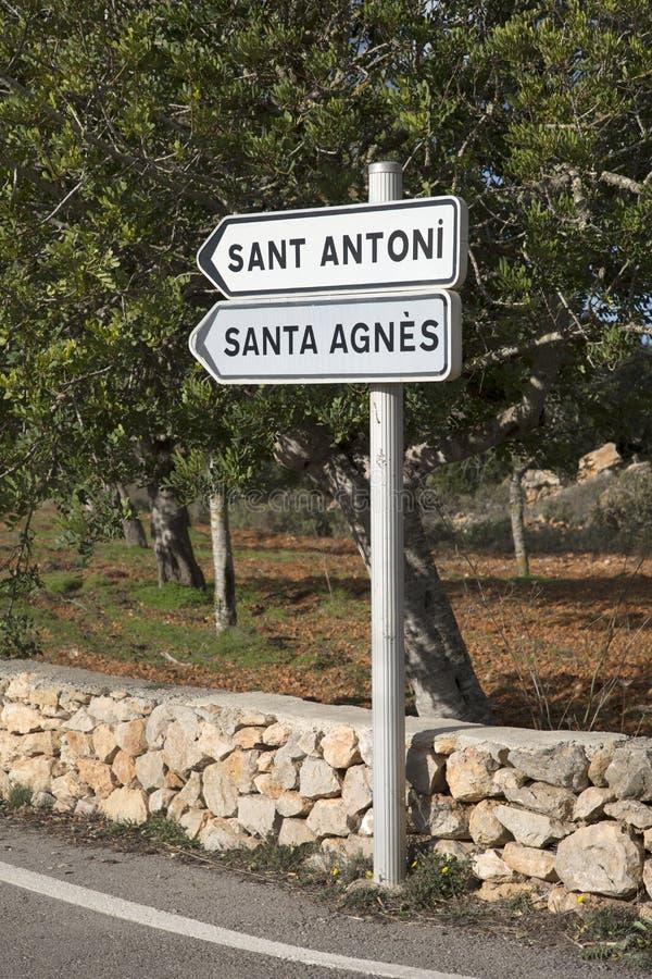 Sant Antoni och Santa Agnes Signpost; Ibiza royaltyfri foto