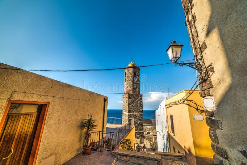 Sant ` Antonio osłabia Steeple w Castelsardo zdjęcia royalty free