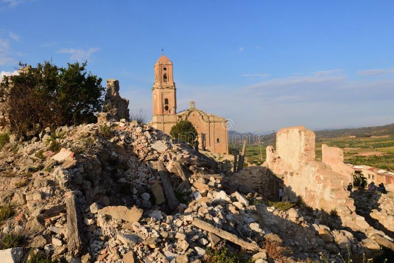 Sant Pere Church en Poble Vell de Corbera del Ebro, Tarragona favorable imagen de archivo libre de regalías