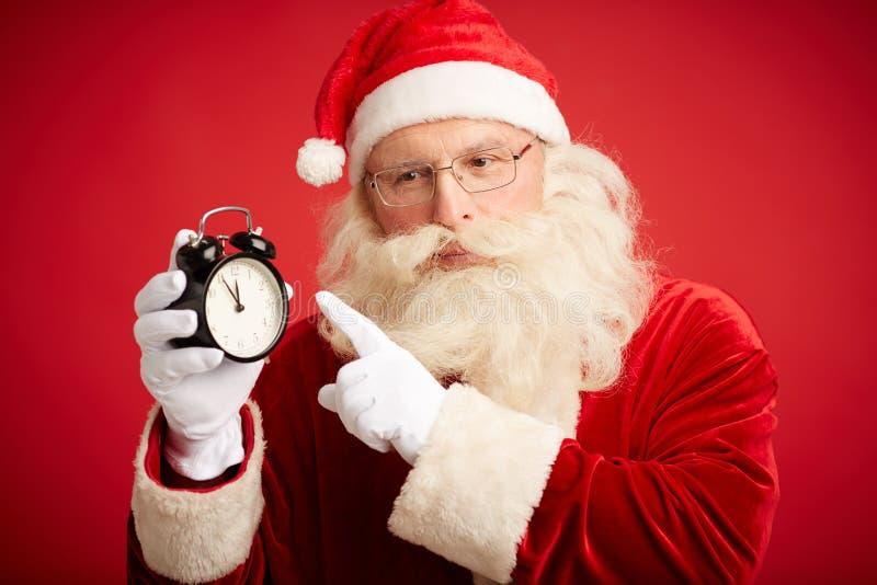 Santa avec le réveil photos stock