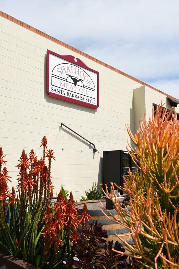 SANTA BARBARA, CALIFORNIA - APRIL 11, 2019: The Shalhoob Meat Company open air patio restaurant bekend als Funk Zone Patio in stock foto's