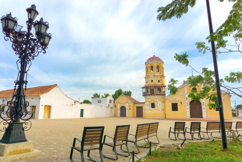 Santa Barbara Church e bancos fotos de stock royalty free