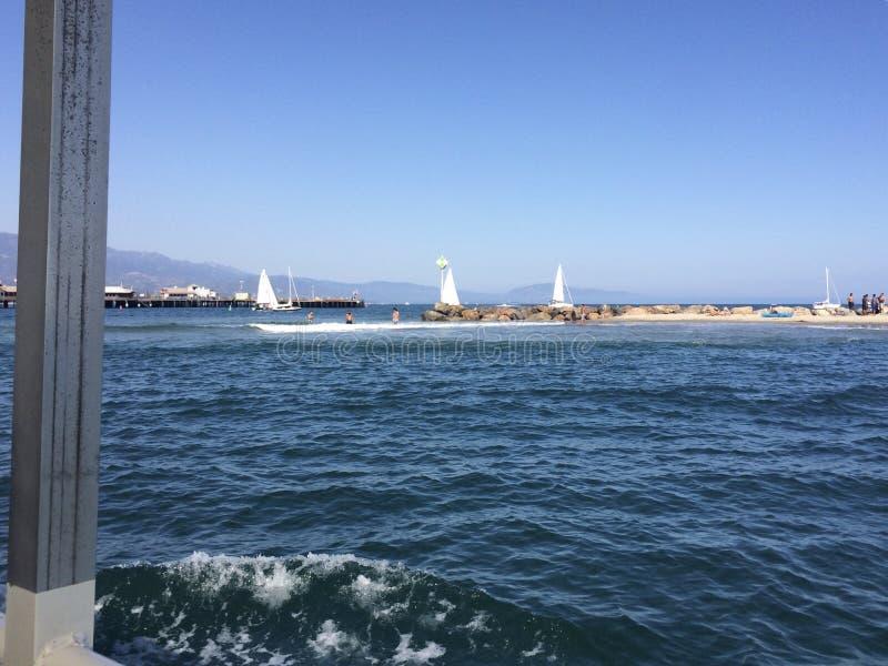 Santa Barbara hamn med stearnshamnplatsen i avståndet arkivbilder