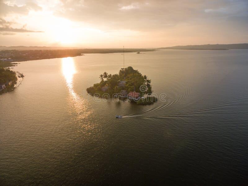 Santa Barbara Museum in Flores, Guatemala Luce di tramonto con il lago Peten Itza fotografia stock