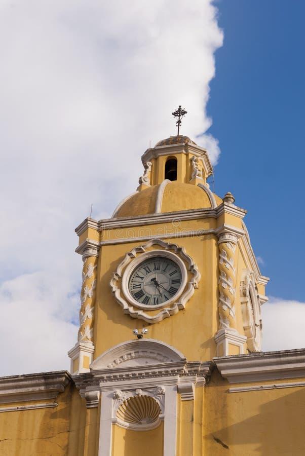 Santa Catalina Arch y ruinas en la UNESCO colonial española de la ciudad Sitio y nubes del patrimonio mundial foto de archivo libre de regalías