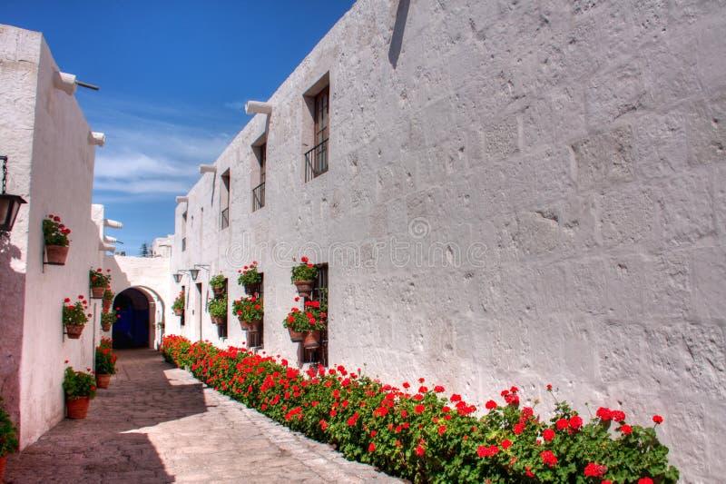 Santa Catalina Monastry korridor arkivbilder