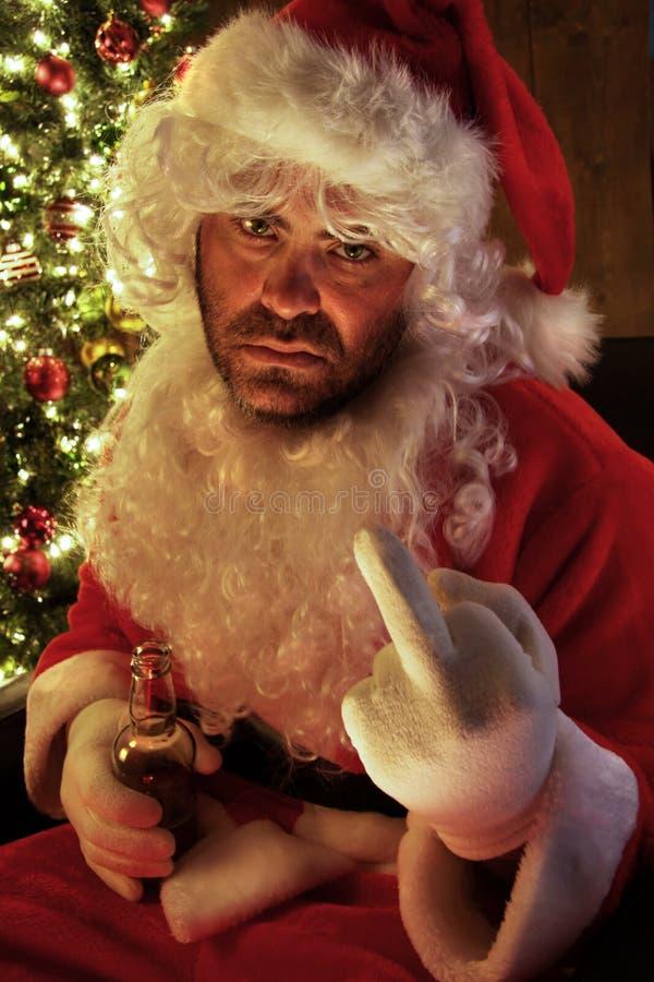 Santa che ha un giorno difettoso e che beve birra fotografia stock