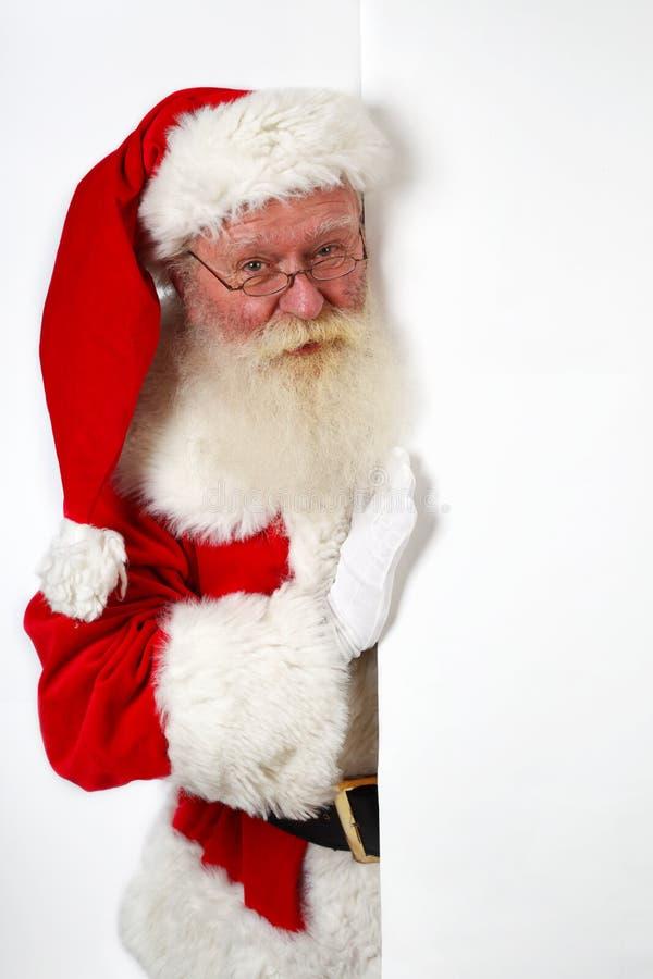 Santa che tiene una scheda di avviso immagini stock