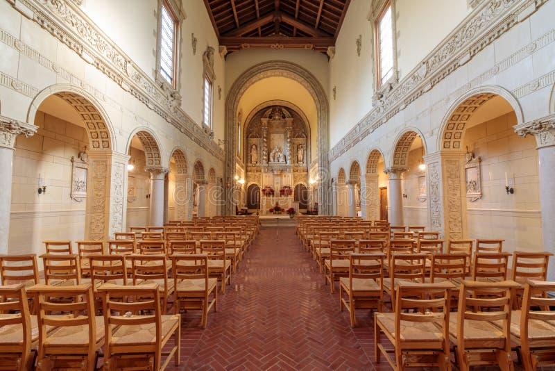 Santa Clara, Califórnia - 12 de janeiro de 2018: Interior da capela do monastério carmelita de San Francisco Carmel de Jesus infa imagem de stock royalty free