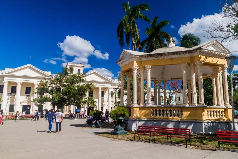 SANTA CLARA, CUBA - 13 DE FEBRERO DE 2016: Vista del cuadrado de Parque Vidal en Santa Clara, Cu imagen de archivo libre de regalías