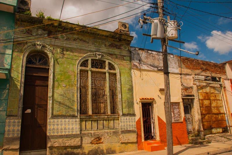 SANTA CLARA, CUBA : de rue le centre ville typique dedans de la capitale de la province cubaine photos stock