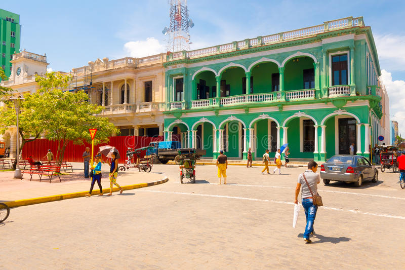 SANTA CLARA, CUBA - 8 DE SEPTIEMBRE DE 2015: Visión, en el centro de la ciudad en el capital de la provincia, chalet Clara imagen de archivo libre de regalías