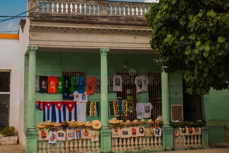 Santa Clara, Cuba : Dessin sur la maison Che Guevara Le héros de la révolution cubaine est un héro national dedans dans tout le C photos stock