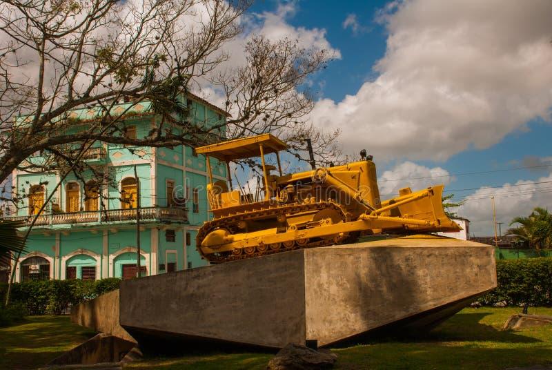 Santa Clara, Cuba : Escalator jaune de monument Le mémorial du train emballé avec des soldats de gouvernement a capturé par des f photo stock