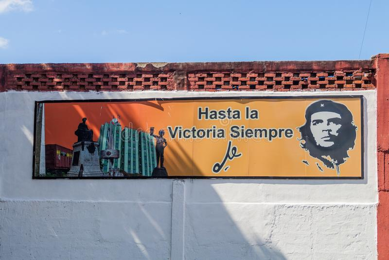 SANTA CLARA, CUBA - 13 FÉVRIER 2016 : Affiche de propagande avec Che Guevara en Santa Clara, Cuba Il indique : Toujours vers photo libre de droits