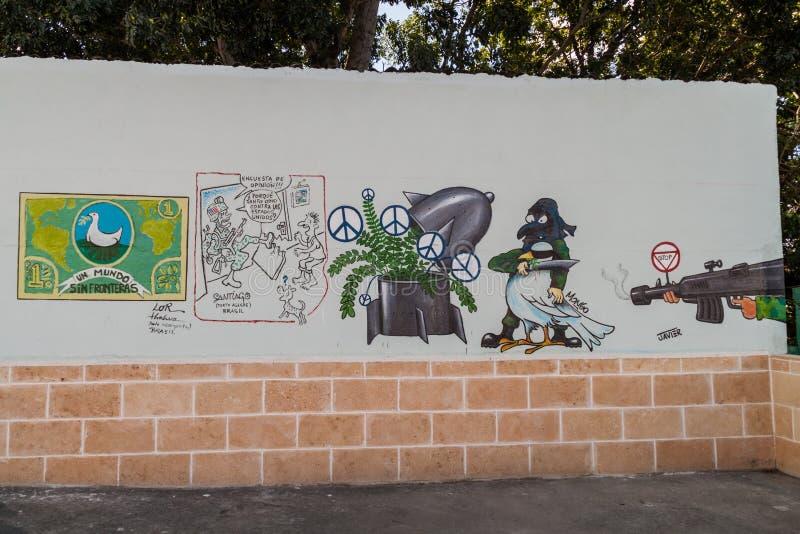SANTA CLARA, CUBA - 13 FÉVRIER 2016 : Anti peintures murales de guerre en Santa Clara, Cu photo libre de droits