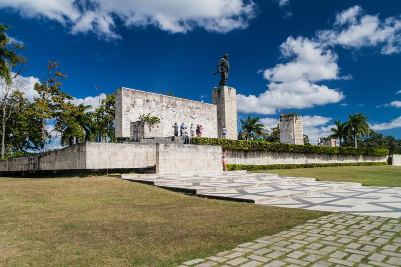 SANTA CLARA, CUBA - 13 FÉVRIER 2016 : Monument de Che Guevara de visite de touristes en Santa Clara, Cu images stock