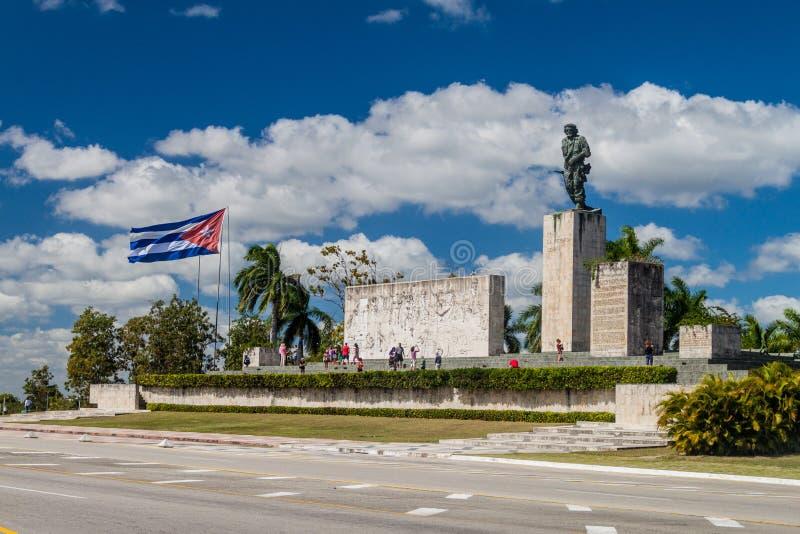 SANTA CLARA, CUBA - 13 FÉVRIER 2016 : Monument de Che Guevara de visite de touristes en Santa Clara, Cu photos stock