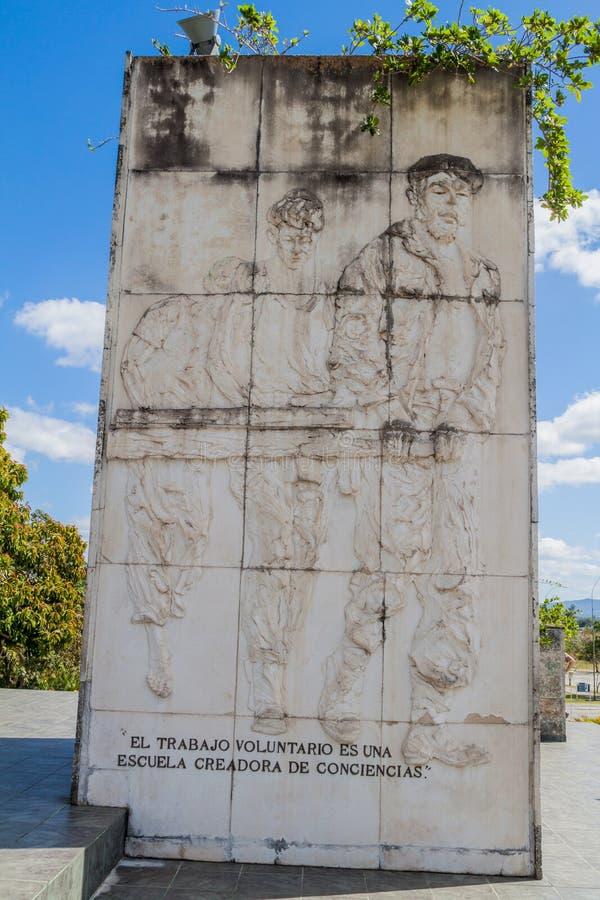SANTA CLARA, CUBA - 13 FÉVRIER 2016 : Une partie de monument de Che Guevara en Santa Clara, Cuba Il indique : Le travail volontai images libres de droits
